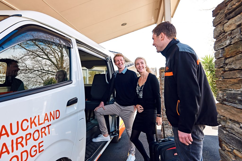 auckland airport accommodation free transfers